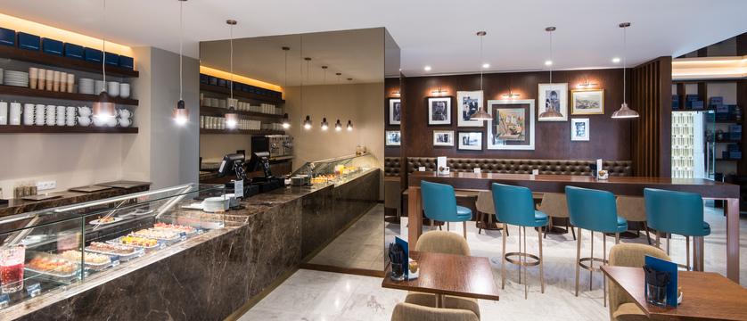 Lisbon_Hotel-TivoliAvenida-Liberdade_cafe-liberdade.jpg